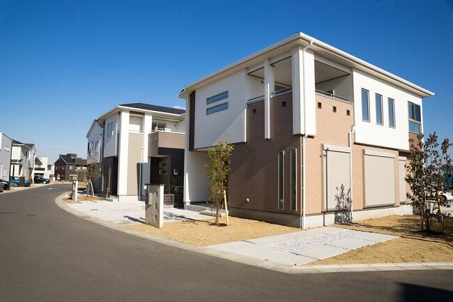 住宅街に建てられた新築物件